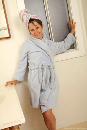 Mature Carmen Takes off her tender Robe