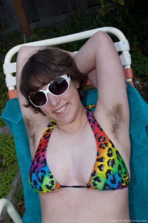 Cassie Sunbathes her all-natural assets