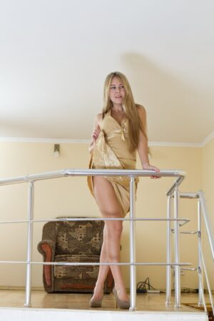 Chloe B Staircase Strip taunt
