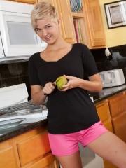 Chloe Camilla Gets insatiable in the Kitchen