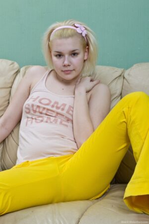 Elen is Bored and insatiable in Yellow denim