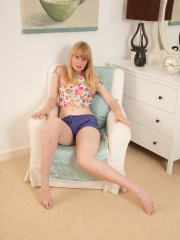 Heidi Pubic hair in Tight splendid cut-offs