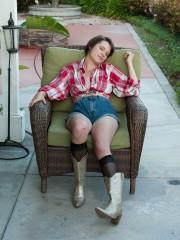 Jane Dosey Dose Outside