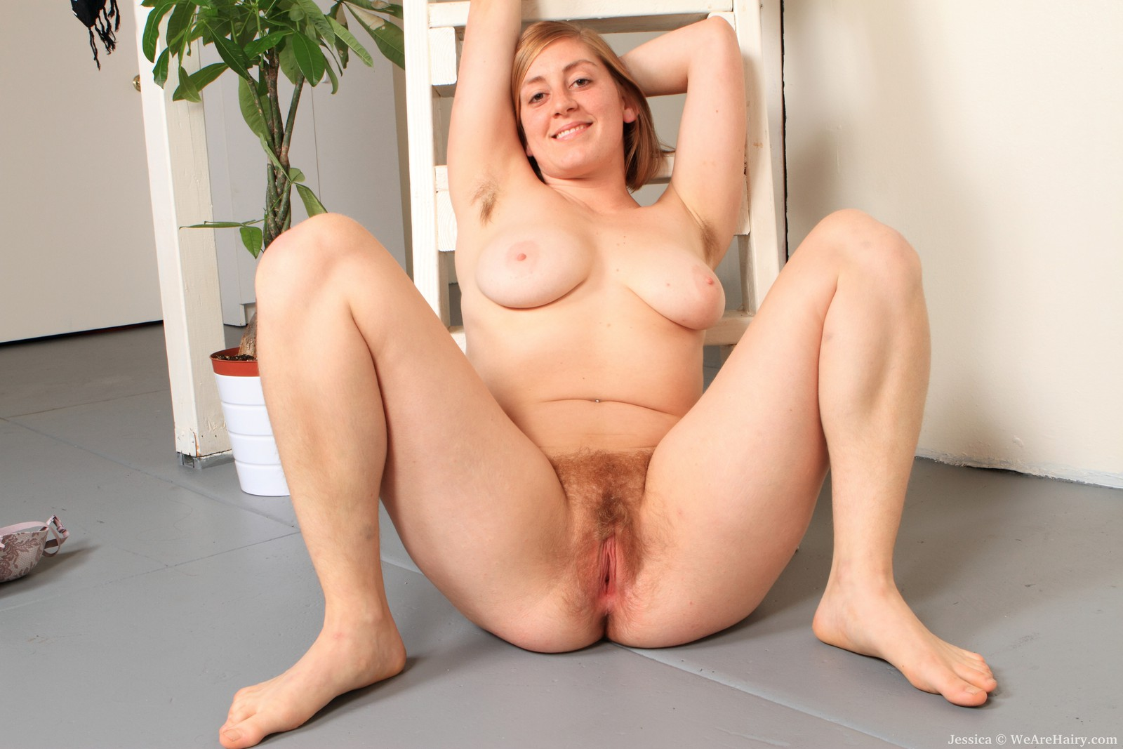 Download free milf jessica fingers her hot wet shaved pussy