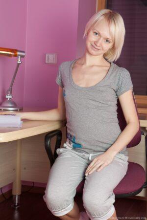 Gorgeous Blonde Margarita Gapes her pubic hair