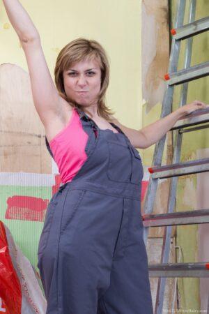 Unshaven dame Nira Gets Hard at Work