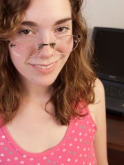 Sammy explores her wonderful kinks and pubic hair