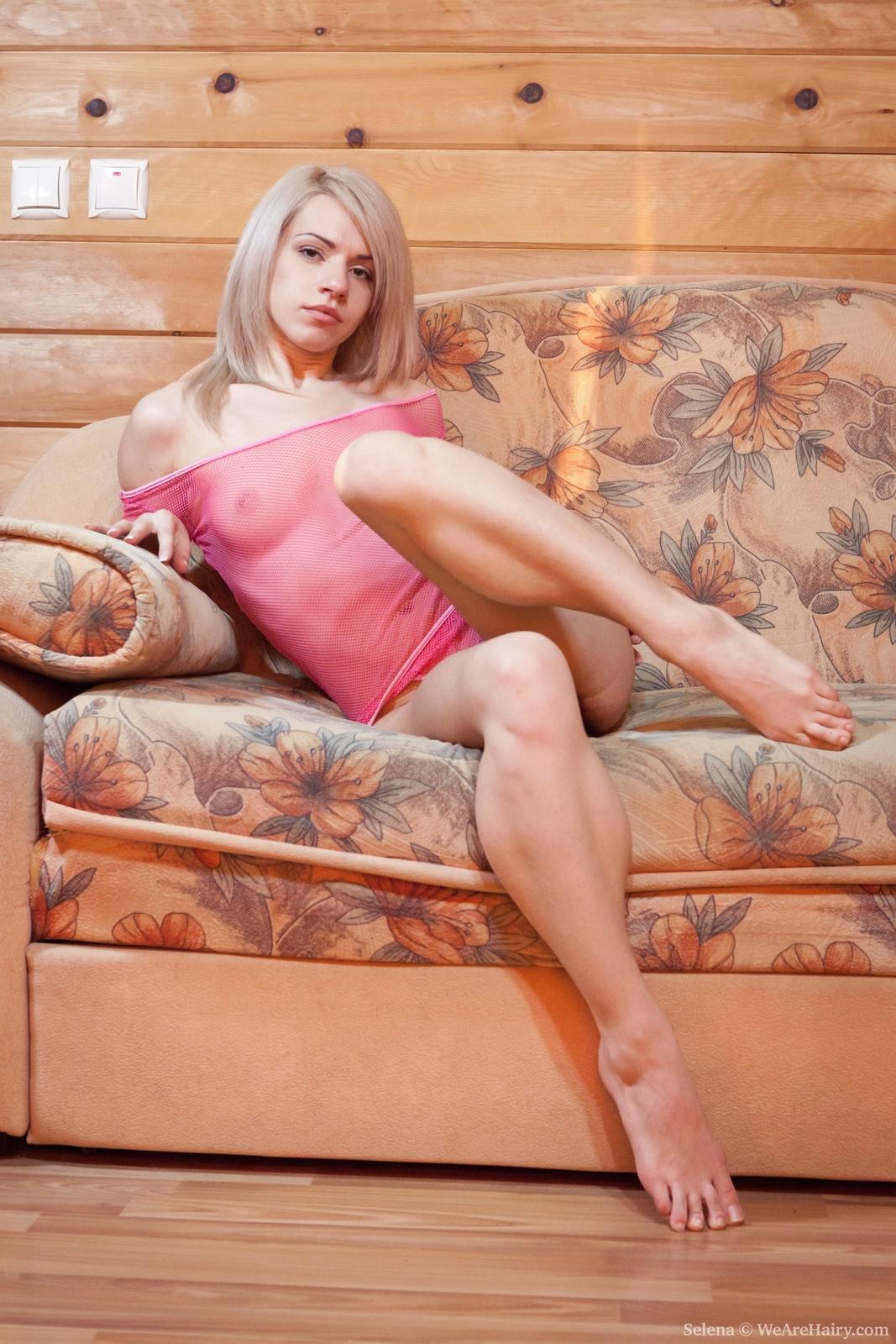Блондинка с черной волосатой пиздой порно фото 188-264
