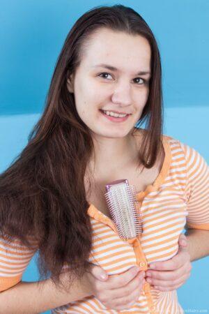 Wooly Adult Celebrity Khatherina idolizes Brushing her Hair