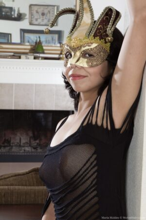 With her mask Maria Maldes gets all naked nicely